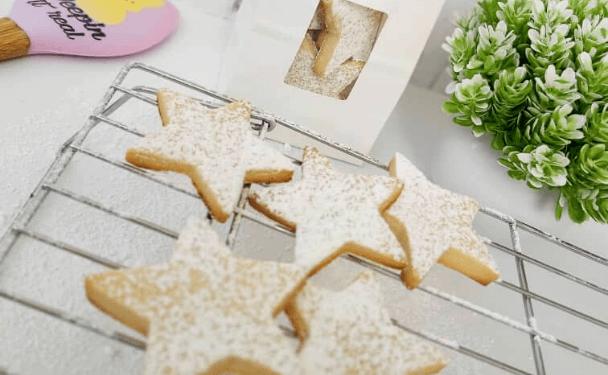 galletas de estrella polvoreadas con azucar